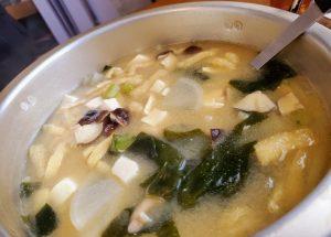 大鍋の味噌汁
