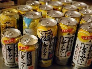 缶のレモンサワーたくさん